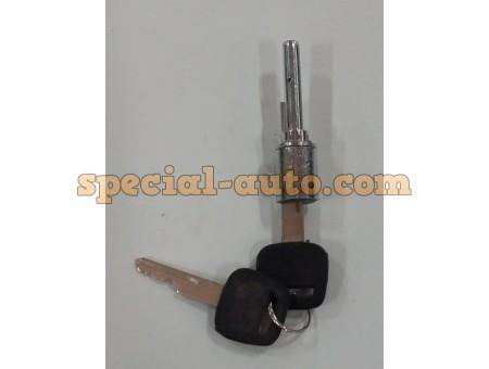 Цилиндр замка правой двери с ключом Steyr